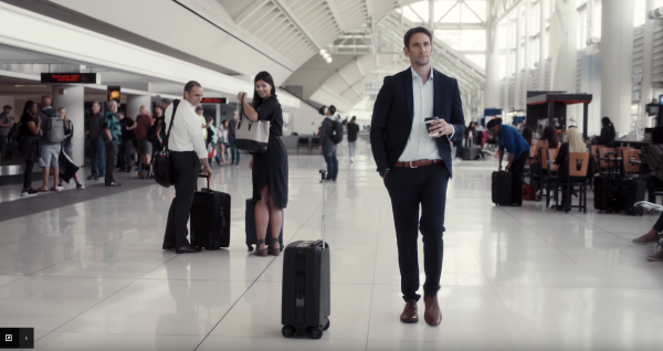 Ovis Smart Suitcase following a man at the airport